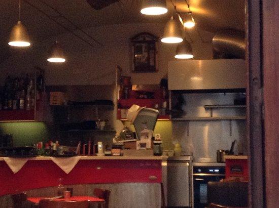 Int rieur du restaurant picture of le petit bar monaco for Interieur restaurant