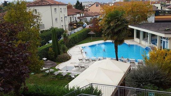 Abano Terme, Italy: Veduta della piscina dalla camera....
