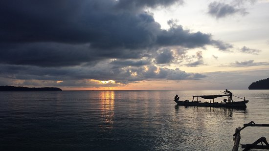 Ampana, Indonezja: Bach to base after a great day of diving from Togean Sunsetbeach