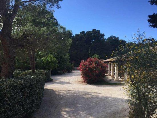 Mouries, France: Le Vallon de Gayet