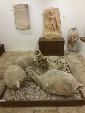 Skrip, Croacia: Amphorae in the Brac Museum.