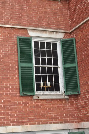 Pittsfield, MA: Women's side window in the Dining Room of the Brick Dwelling