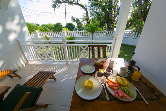 Villa Koket: Breakfast from the apartment veranda