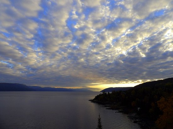 Auberge de la Riviere Saguenay : Sunrise over the Saguenay River, view from the room