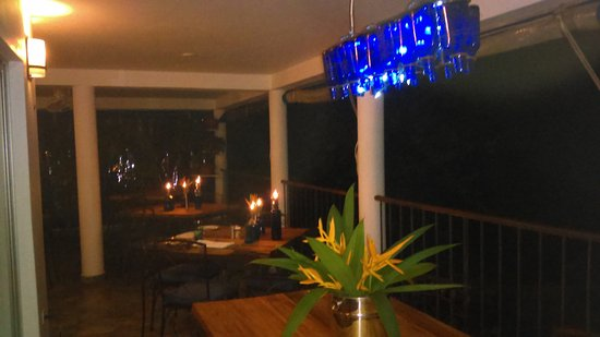 Mille Fleurs Restaurant : The dining room overlooks the gardens and pool, the mountains, Port Antonio, and the sea!