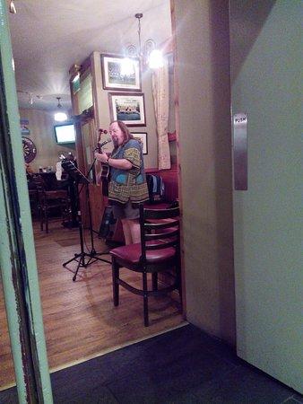 Kerry Coast Inn: Il cantante SKATZ