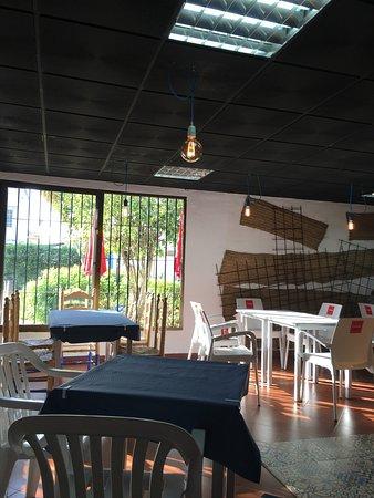 Hoy He Tomado Por 1vez Un Café Allí El Salón Está Vacío Son