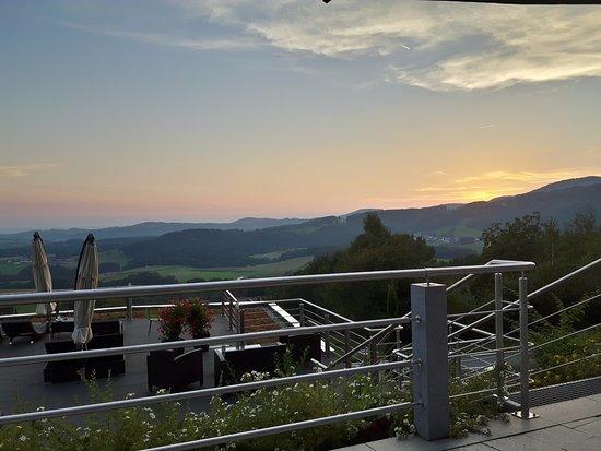 Lalling, Niemcy: Sonnendeck kann auch zum Abendessen genutzt werden