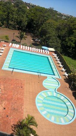 Falls Galli Hotel: vista da piscina, pelo segundo andar