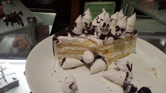 Howard Johnson Ginwa Plaza Hotel Xian: Spooky desserts:o)