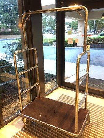 Courtyard Atlanta Northlake: Horrible Customer Service. Unprofessional and disorganized. Not a safe environment. I won't be b