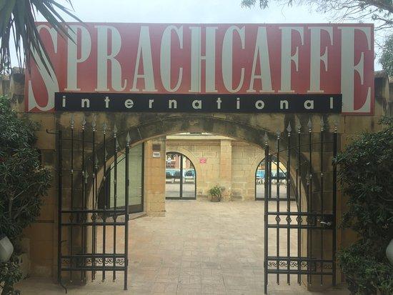 Пембрук, Мальта: entrata