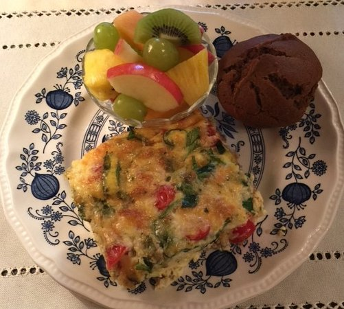 Colonial Pines Inn Bed and Breakfast: Donna's breakfast is heavenly
