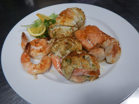 ‪‪Vineland‬, نيو جيرسي: Broiled Seafood Combination‬