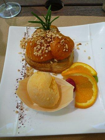 Ombleze, Fransa: Dessert Abricot confit sur sablé, glace abricot