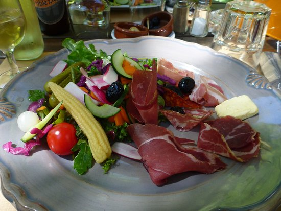 Ombleze, Fransa: meli mmélo de légumes et charcuterie de l'Ardèche