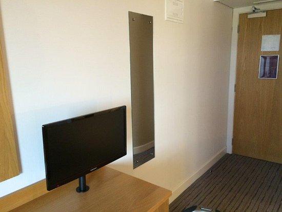 Premier Inn Dublin Airport Hotel: Basic Functional desk
