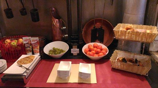 Donzy, Francia: Petit déjeuner