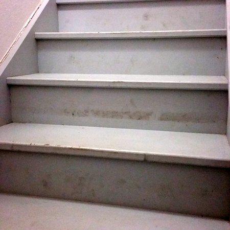 Elne, Francia: Escalier qui monte à l'étage