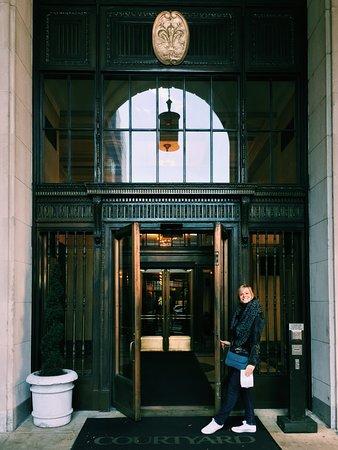 Courtyard Philadelphia Downtown: Courtyard Backdoor