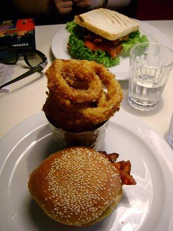 Greasy Spoon : Hamburguesa, sandwich y aros de cebolla