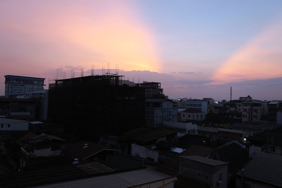 Dhavara Hotel: Arty sunset shot from the balcony