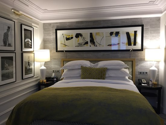 le faubourg suite picture of sofitel paris le faubourg. Black Bedroom Furniture Sets. Home Design Ideas