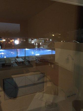 Hotel Iris: vista piscina dalla camera