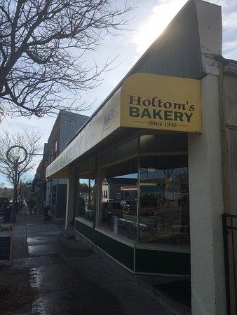 Holtom's Bakery: bakery