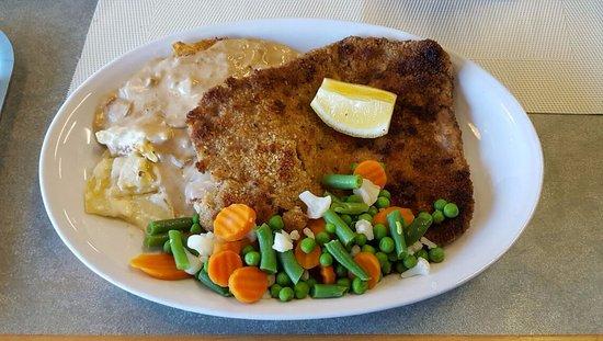Färjestaden, Schweden: Schnitzel with mushrooms and potatoes