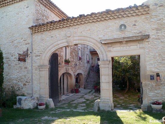 Le Mas de la Roche : L'entrée de la demeure