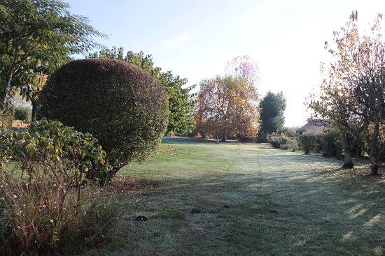 Prayssac, Frankrike: un bout du jardin