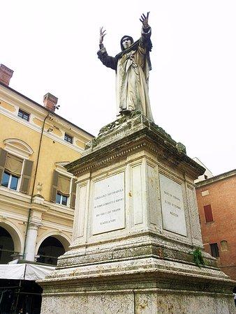 Statua di Girolamo Savonarola