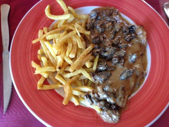 Bourg-Madame, France : escalope de veau aux morilles