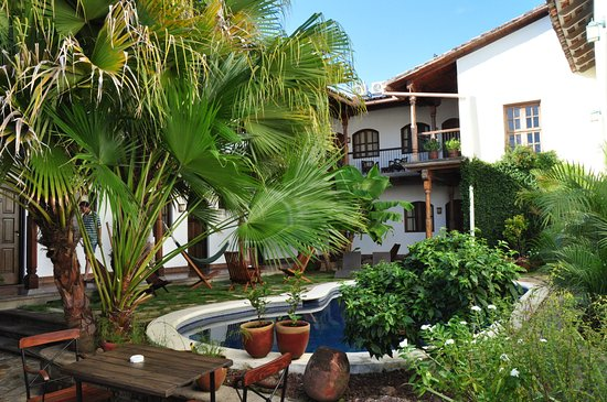 Hotel Patio del Malinche: view from the swimming pool to the rooms