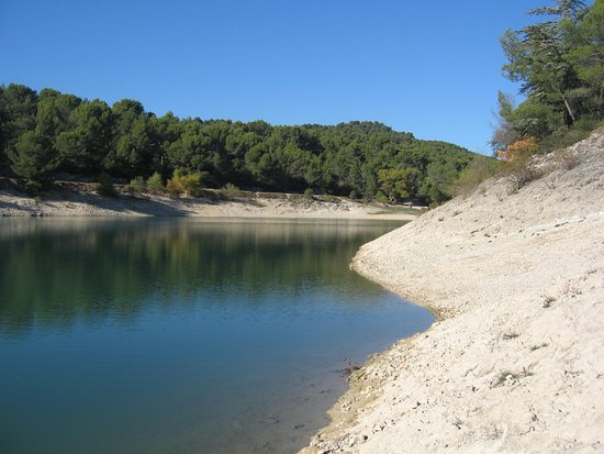 Caromb, France : Vue du lac du Paty.