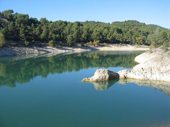 Caromb, France: Vue du lac du Paty.
