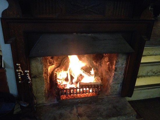 Littledean, UK: Open fire in the bar