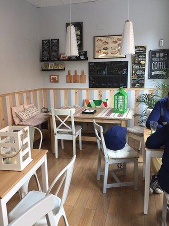 Nettes Kleine Fruhstuckcafe Mit Terrasse Botanische Garten Ist Um