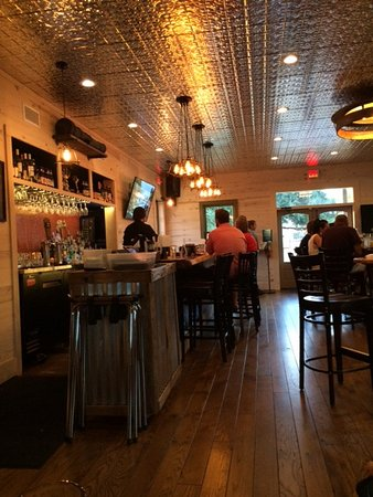 Round Top, TX: Beautiful tin ceiling and clean atmosphere