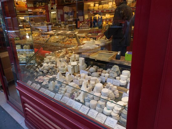 La Fromagerie : cheese in window