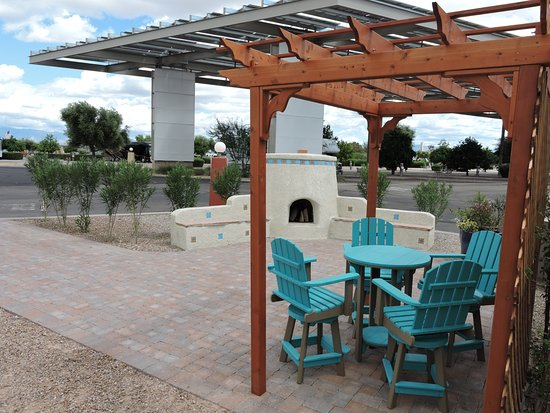 Tucson/Lazydays KOA: Deluxe RV Patio Sites