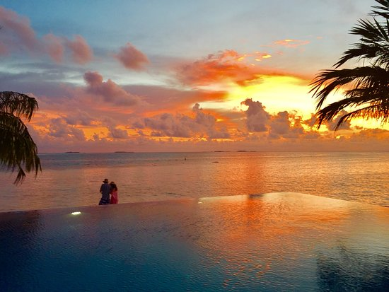 Vilamendhoo Island Resort & Spa: Amazing sunsets