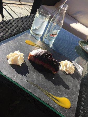 Sainte-Foy-Tarentaise, Frankrike: Petite pause au soleil avec la petite tarte à la myrtille façon Chevalot... un délice