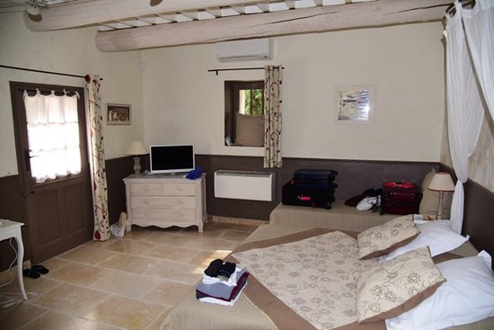 Cabrieres-d'Avignon, France: Micocoulier room