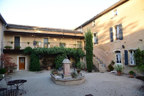 Cabrieres-d'Avignon, France: View of interior courtyard