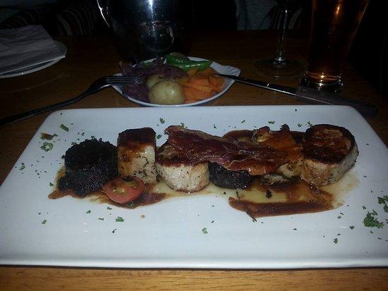 Davitts Restaurant: porco (mista de carnes e enchidos)