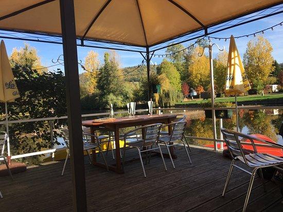 Clecy, France: Superbe moment dans ce restaurant le 31 octobre beau temps belles assiettes et très goûteuses me