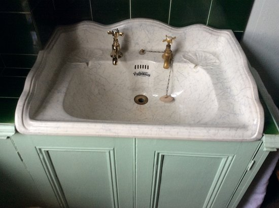 Cornerstones Guest House: Bedroom wash basin