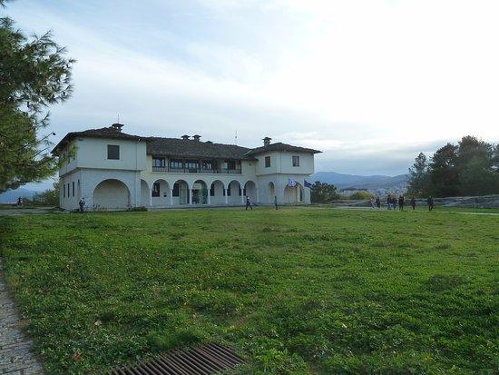 Ioannina Region, Grecia: Εξωτερική άποψη του κτηρίου. Δεξιά και κάτω βρίσκεται το νέο μουσείο Αργυροτεχνίας!